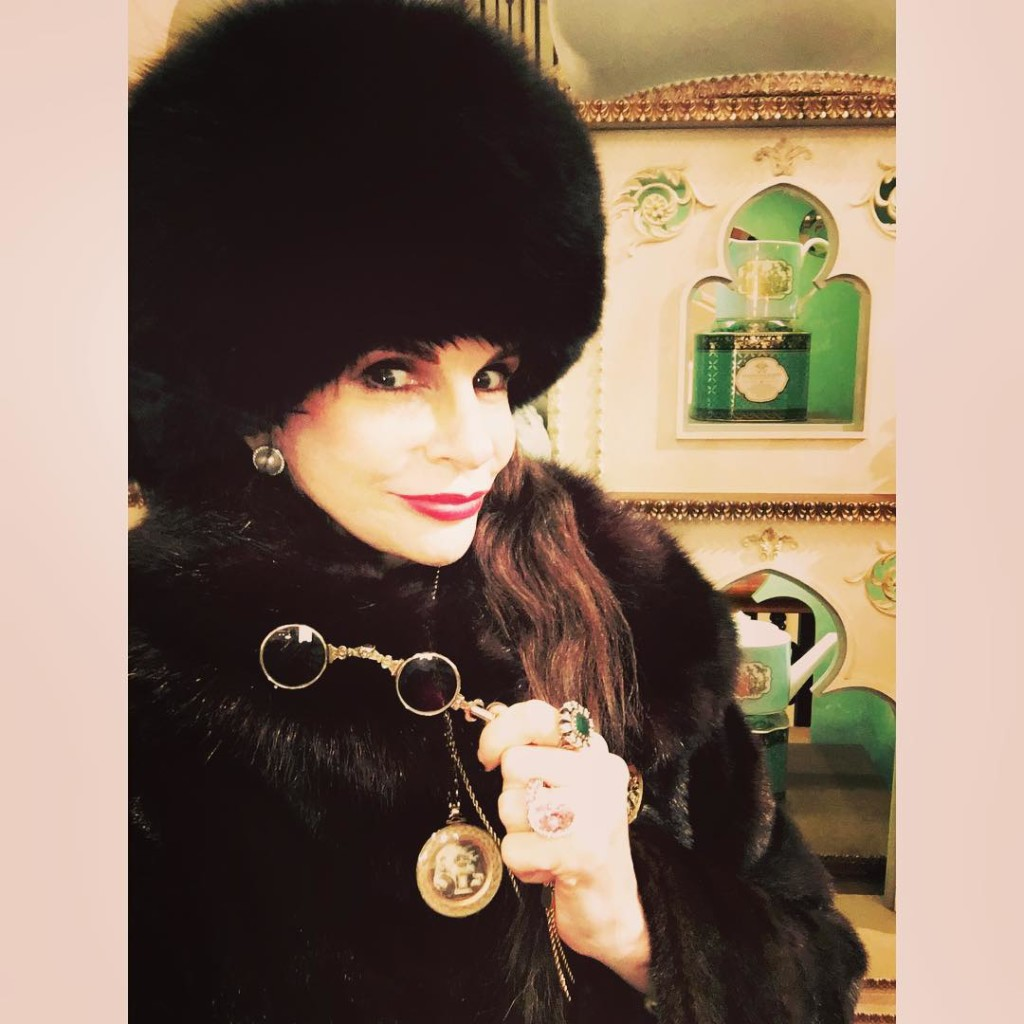 To #celebrate finishing my latest book @MayfairEccentrics a #history of The Extraordinary #EccenticWomen & forward-thinking #gentlemen who created #Mayfair & #StJames's from 1660 (the research of which has been my life's work) I'm doing ALL #MYCHRISTMASKA #SHOPPING in StJames's & Mayfair! If you know of any secret haunts or shopping wonders in my manor (#mayfair #stjames's) please share your knowledge!  I shall formally salute you if you surprise me with a hitherto unknown #gem Any recommendations for eccentric shops or